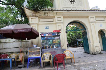 TP HCM: Khu lang mo danh nhan Truong Vinh Ky bi xam lan, xuong cap nghiem trong - Anh 8