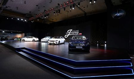 Mercedes-Benz chinh thuc trieu hoi hang nghin xe tai Viet Nam - Anh 1