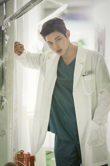 Dung that vong ve y duc vi van con nhung bac si tot tinh nhu Ha Ji Won trong 'Hospital Ship' - Anh 15