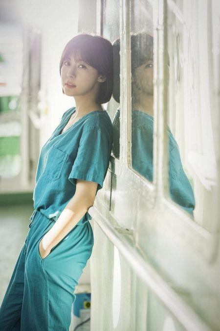 Dung that vong ve y duc vi van con nhung bac si tot tinh nhu Ha Ji Won trong 'Hospital Ship' - Anh 3