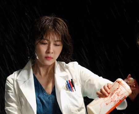 Dung that vong ve y duc vi van con nhung bac si tot tinh nhu Ha Ji Won trong 'Hospital Ship' - Anh 7