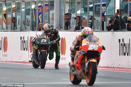 Hai huoc: Tay lai Moto GP phai... dat xe chay ve dich - Anh 1