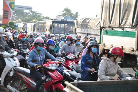 Tram BOT Quoc lo 1, duong tranh Bien Hoa: Khong qua duong tranh van phai tra phi - Anh 1