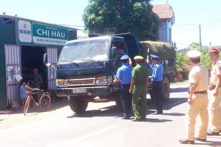 Quang Binh: Lai xe qua tai chong doi, khoa cua xe roi bo di khoi hien truong - Anh 1
