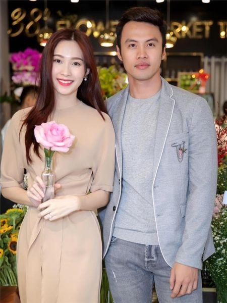 Hoa hau Thu Thao khoe nhan dinh hon bang kim cuong dat gia - Anh 2