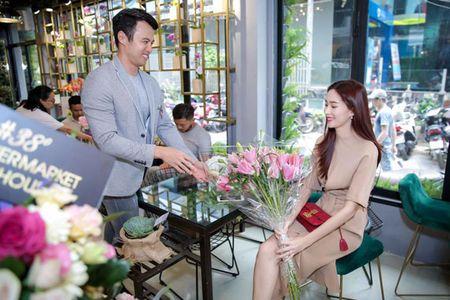Hoa hau Thu Thao khoe nhan dinh hon bang kim cuong dat gia - Anh 3