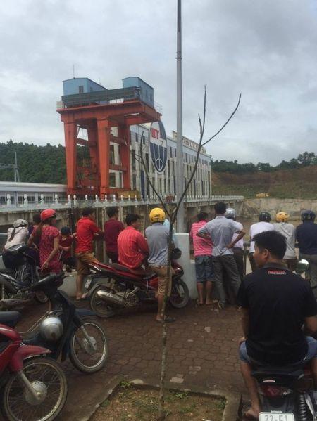 Tuyen Quang: Toan canh hien truong sap cau Vom o Chiem Hoa - Anh 2