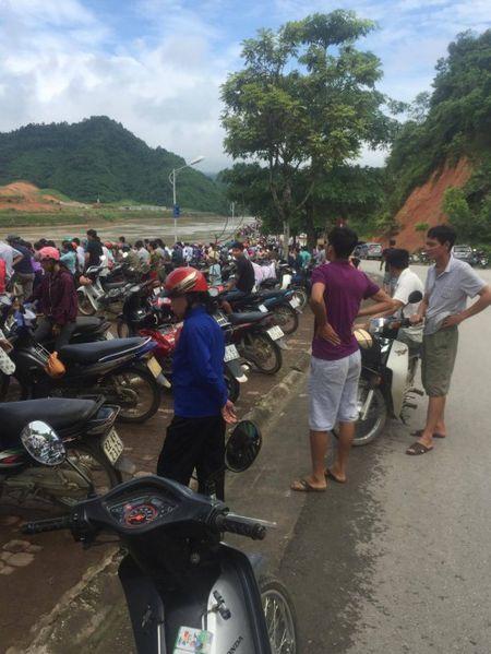 Tuyen Quang: Toan canh hien truong sap cau Vom o Chiem Hoa - Anh 4