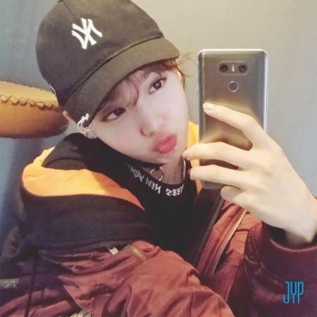 TWICE chung minh dang cap co the can moi concept, cu dan mang van khuyen nhom nen tap hat them - Anh 8