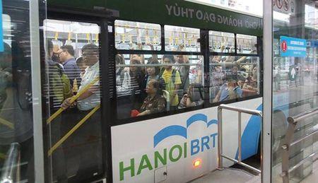 Ha Noi: Tuyen buyt nhanh BRT co dau hieu qua tai - Anh 1