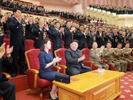 Phu nhan ong Kim Jong-un tai xuat hien tai dai tiec - Anh 1