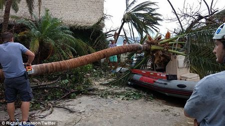 Nha ty phu Richard Branson tan hoang sau bao Irma - Anh 6