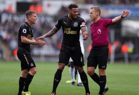 Cu kung-fu cua Sadio Mane tai hien o tran Swansea - Newcastle - Anh 4