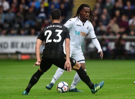 Cu kung-fu cua Sadio Mane tai hien o tran Swansea - Newcastle - Anh 6