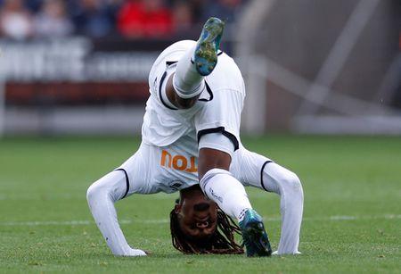 Cu kung-fu cua Sadio Mane tai hien o tran Swansea - Newcastle - Anh 7
