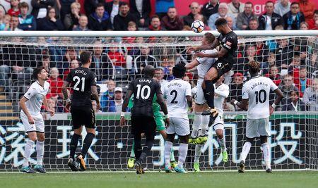 Cu kung-fu cua Sadio Mane tai hien o tran Swansea - Newcastle - Anh 8