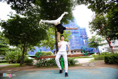 Quoc Co, Quoc Nghiep dung chung san khau voi 'ong trum Phan Quan' - Anh 1