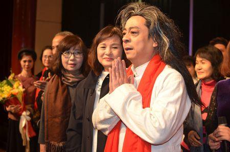 Quoc Co, Quoc Nghiep dung chung san khau voi 'ong trum Phan Quan' - Anh 2