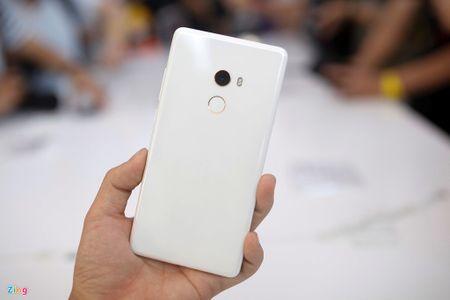 Anh Xiaomi Mi Mix 2: Thiet ke khong vien, hoan thien cao - Anh 2