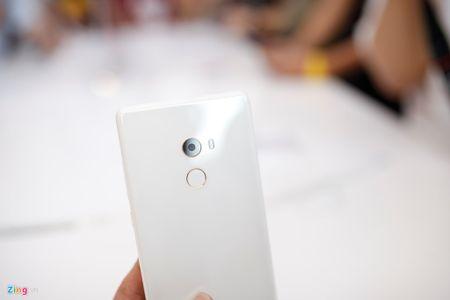 Anh Xiaomi Mi Mix 2: Thiet ke khong vien, hoan thien cao - Anh 3