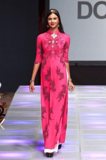 Ao dai dat vang Viet gay an tuong tai New York Couture Fashion Week - Anh 2