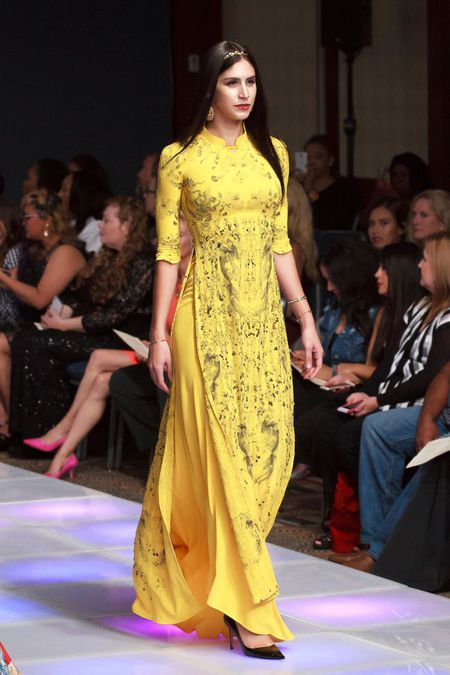 Ao dai dat vang Viet gay an tuong tai New York Couture Fashion Week - Anh 4