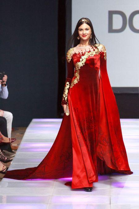 Ao dai dat vang Viet gay an tuong tai New York Couture Fashion Week - Anh 5