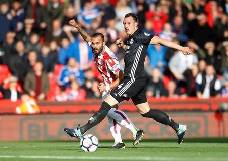 The thao 24h: Jose Mourinho len tieng bao ve Phil Jones - Anh 1