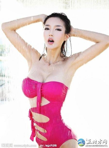 'Tieu Pham Bang Bang' tiet lo bi mat dang sau khuon nguc 90cm - Anh 1