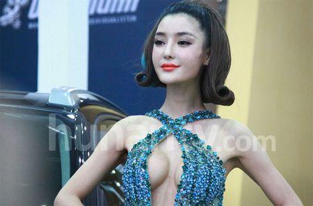 'Tieu Pham Bang Bang' tiet lo bi mat dang sau khuon nguc 90cm - Anh 2