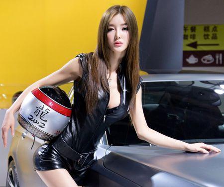 'Tieu Pham Bang Bang' tiet lo bi mat dang sau khuon nguc 90cm - Anh 6