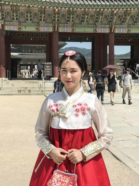 Hoa Minzy dien hanbok kham pha Han Quoc cung trai dep - Anh 2