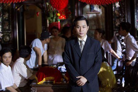 Quach Tuan Du 'quan quai' tren duong pho Singapore keu goi bao ve moi truong - Anh 1