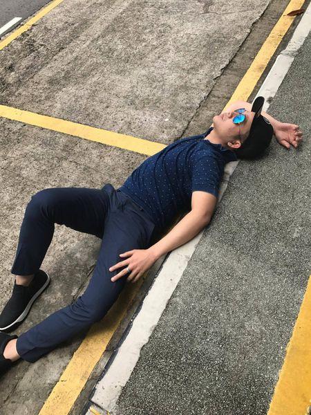 Quach Tuan Du 'quan quai' tren duong pho Singapore keu goi bao ve moi truong - Anh 4