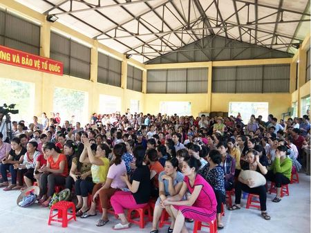Vu dua thuc pham ban vao truong hoc o Vinh Phuc: Khong cho di hoc khi vu viec chua duoc lam ro - Anh 3
