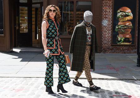Thoi trang duong pho New York Fashion Week: Tu sexy den sang chanh - Anh 10