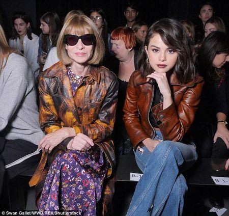 Selena Gomez lanh lung ben 'nguoi dan ba quyen luc' lang thoi trang - Anh 2