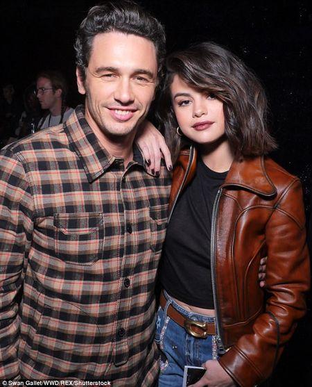 Selena Gomez lanh lung ben 'nguoi dan ba quyen luc' lang thoi trang - Anh 3