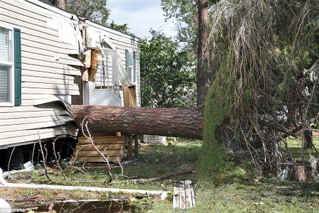 Sieu bao 'quai vat' Irma da 'can xe' Florida nhu the nao? - Anh 18