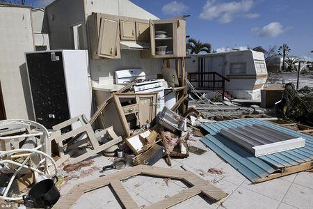 Sieu bao 'quai vat' Irma da 'can xe' Florida nhu the nao? - Anh 2
