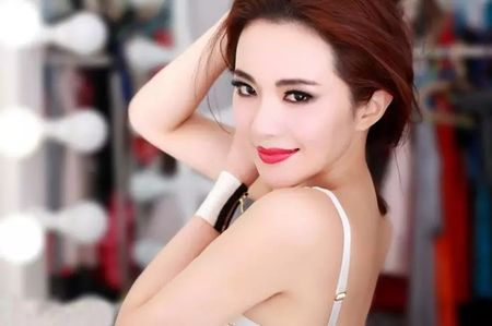 Doi thuc cua con gai nuoi Chau Nhuan Phat khien nhieu nguoi ngo ngang - Anh 16