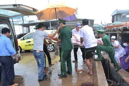 Thai phu vuot bao so 10 tu dao Ly Son vao dat lien sinh no - Anh 2