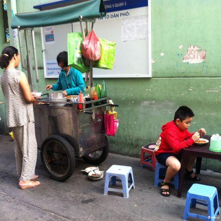 'Dep thuc an duong pho cung phai tao dieu kien cho nguoi dan lam an' - Anh 1