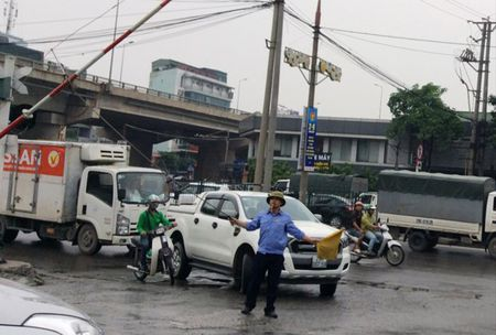 Dong luong beo bot giua lan ranh song - chet - Anh 1