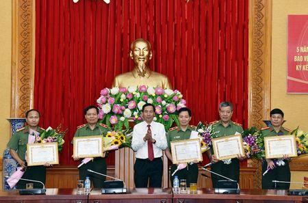 Bo Cong an va Bao Nhan Dan tong ket 5 nam phoi hop tuyen truyen ve bao ve an ninh, trat tu - Anh 2