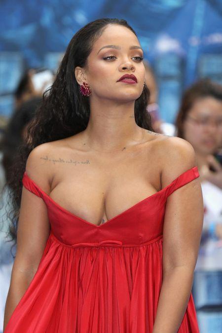 Tang can tha phanh, ca sy Rihanna van tu tin toa sang - Anh 2