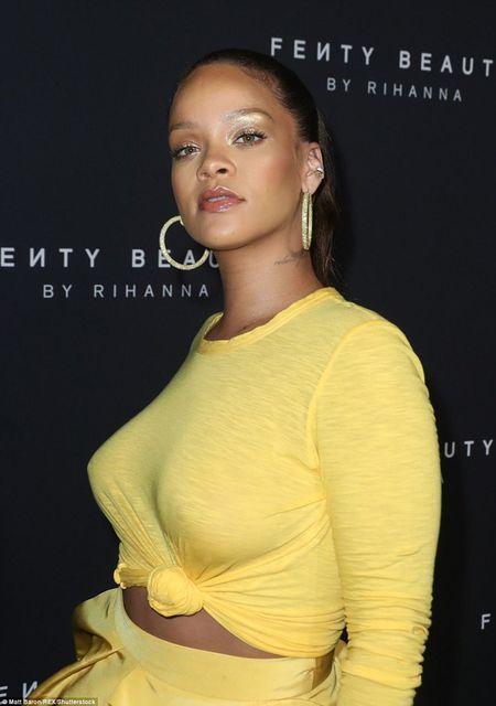 Tang can tha phanh, ca sy Rihanna van tu tin toa sang - Anh 9