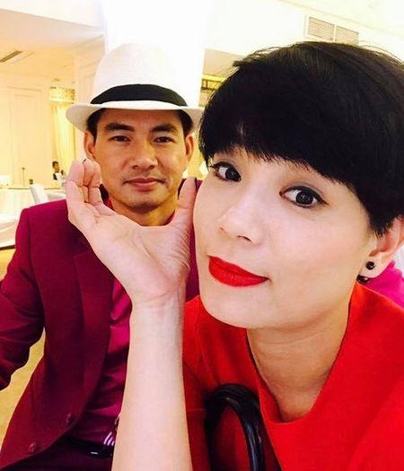 Vo Xuan Bac cam chong lam giam doc sau livestream to bi chen ep - Anh 1