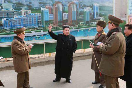 Bat ngo: Kim Jong-un dua kinh te Trieu Tien phat trien ngoan muc - Anh 1