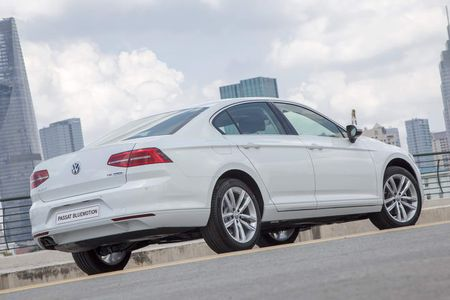 Volkswagen Passat BlueMotion gia 1,450 ty dong o Viet Nam - Anh 4
